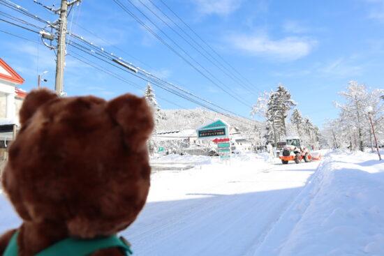 道路と除雪機
