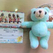 年間パスポートとプレゼントのクマさん
